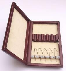 Leather case with springs for 5 oboe reeds