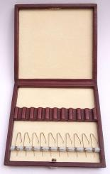 Leather case with springs for 10 oboe reeds